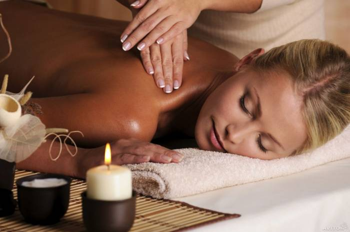 ladies obtaining a appropriate massage
